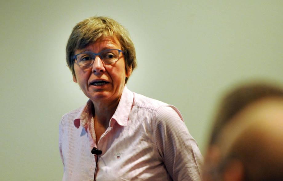 Aud Skrudland mener det bør komme på plass en bedre metode for å telle lus. Foto: arkiv.