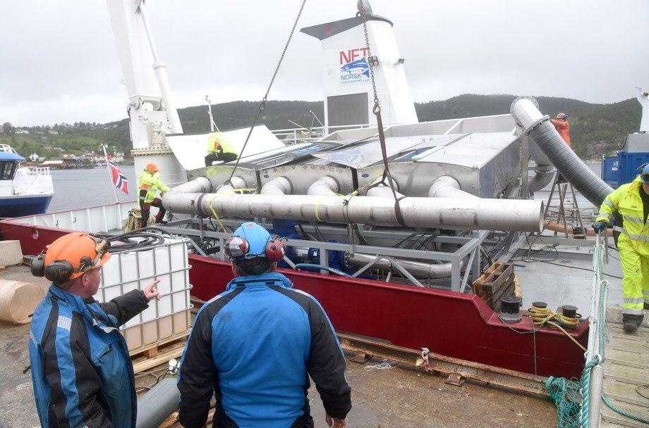Gjennom å ha behandlet 130.000 tonn, cirka 50 millioner laks, har Norsk Fisketransport opparbeidet stor kunnskap rundt mekanisk avlusing med SkaMik. Tidligere i år ble det installert en dobbel maskin om bord på «Viktoria Lady». (Foto: Tom Lysø).