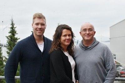 TEAM RENSEFISK: Fra venstre Martin Davidsen, produktsjef rensefisk, Margunn Sandstad, fagsjef fiskehelse og Eamonn O`Brien, global produktsjef startfôr marine arter. Foto: Skretting