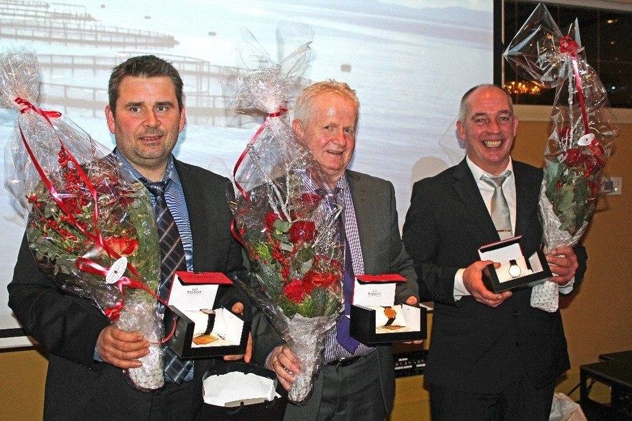 Ved 25 års ansettelse tildeles selskapets gullklokke. Jubileumsåret 2015 var det Hans Kristian Utskot, Ove Høysæther og Richard Markhus som rundet denne milepælen og fikk sine gullklokker. Foto: Bolaks