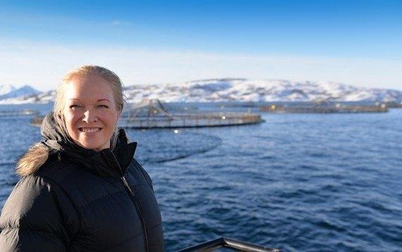 Regionsjef, Marit Bærøe, i Sjømat Norge ser store muligheter ved å bli partner med Finnmarksløpet. Foto: Sjømat Norge.