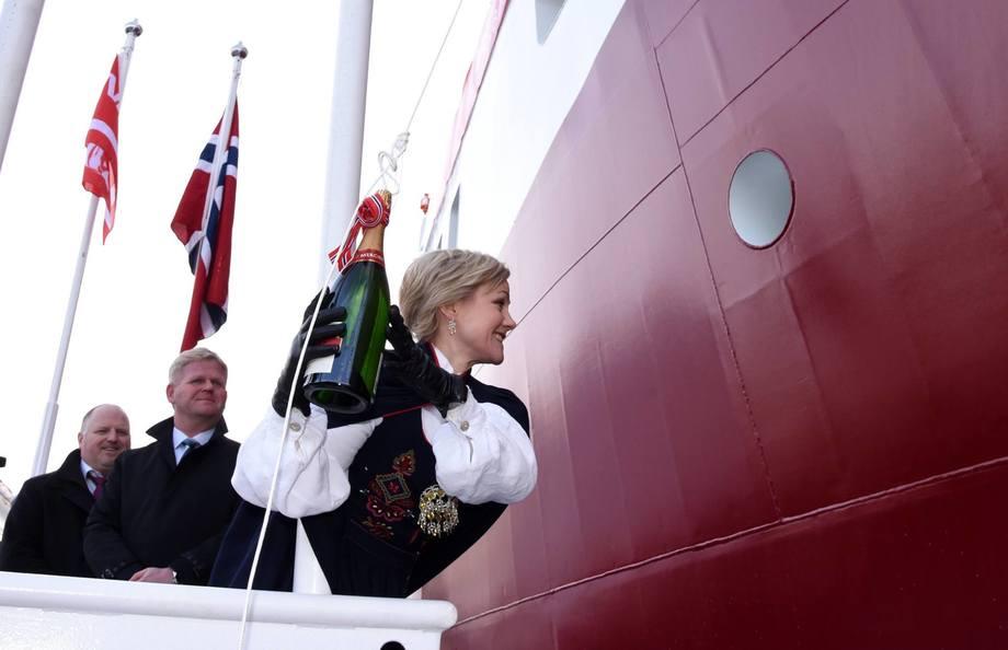 MS Namsos ble døpt av Stortingsrepresentant og gudmor Ingvild Kjerkol.