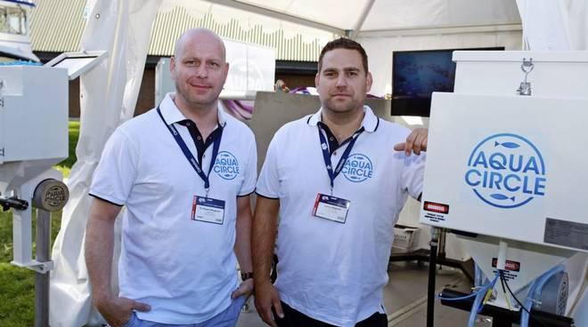Tor Espen Skoglund (t.v.) gir seg som daglig leder og gründer Jonny Møgster (t.h.) tar over. Selskapet skiftet i 2016 navn fra Aqua Circle til Aquality.