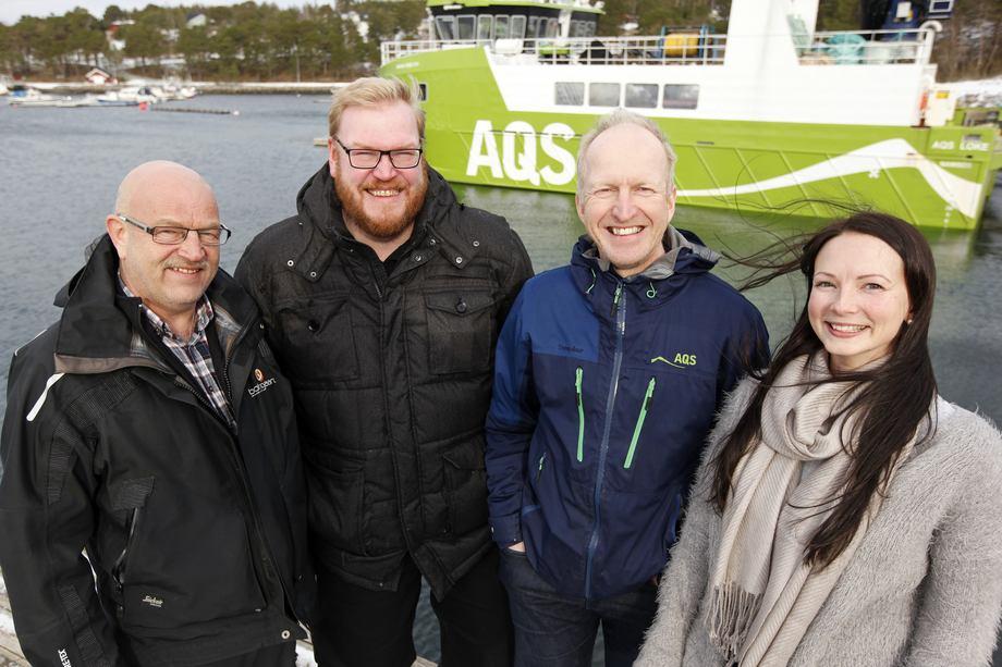 Botngaard og AQS, skal samarbeide om salg og montering av permaskjørt. Fra venstre: Kjell Braa og Jan Børge Harsvik i Botngaard, og Ove Løfsnæs og Lena Einseth i AQS. Foto: AQS/Botngaard