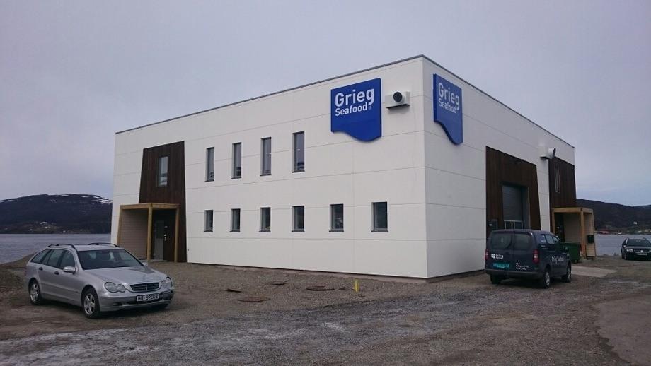 Grieg Seafood har investert 11 millioner i et splitter nytt moderne driftsbygg. Foto: Willy Johansen.