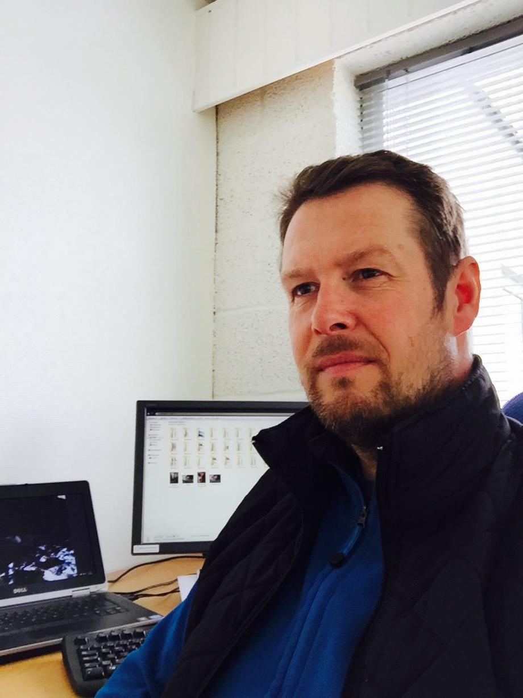 Veterinær Bjørn-Inge Rikhardsen er leder av Salmo Pharma som nå har søkt både Fiskeridirektoratet om FoU-konsesjoner og Legemiddelverket om tillatelse til feltutprøving av et nytt mulig lusemiddel.