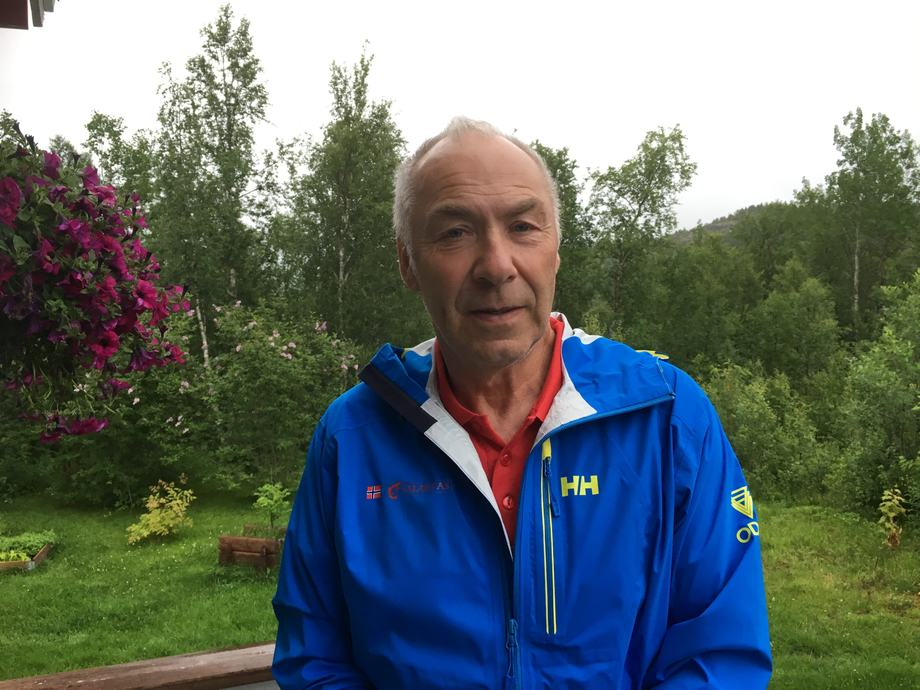 Odd Bekkel, daglig leder i Salaks, lovet 500 kilo laks til den som klarte den verste kneika i Arctic Race of Norway. Søndag deler han ut prisen i Frankrike.Foto: Privat.