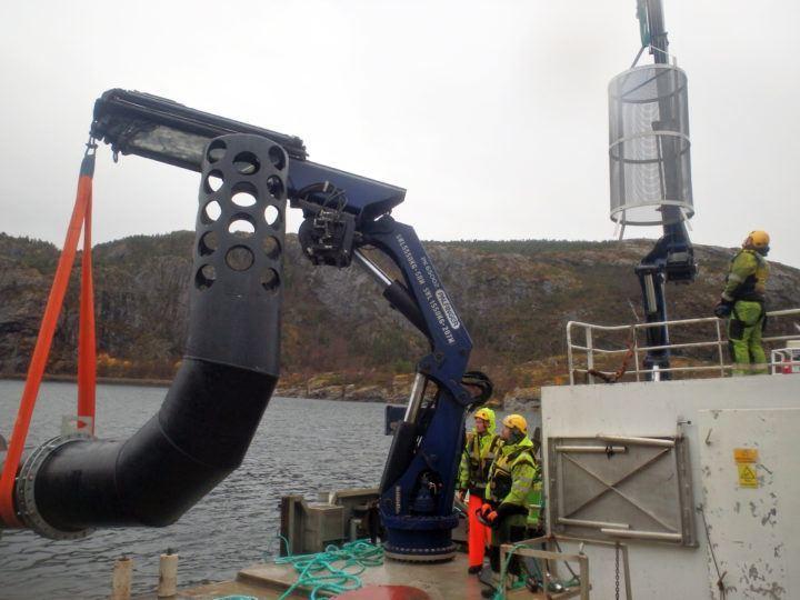 Det er dimensjoner over ledningen som ble lagt for Namdal Rensefisk. Foto: Arvid Engløkk.