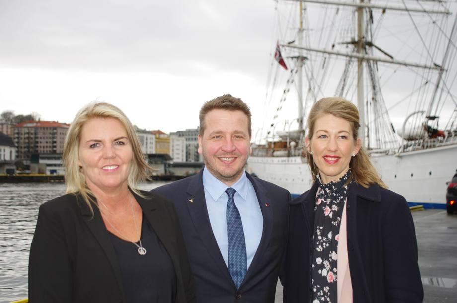 Gudlaugur Thór Thórdarson, Minister for Foreign Affairs, Berta Danìelsdòttr, Iceland Ocean Cluster og Tanja Hoel NCE-leder i Norge. Foto: Foto: NCE Seafood Innovation Cluster.