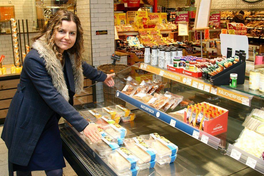 Kan slike kjøledisker få flere tyskere til å velge fisk istedenfor pølser når de handler? Gitte Hannemann Mollan i Norges sjømatråd tror svaret er ja. Foto: Dag Sørli.