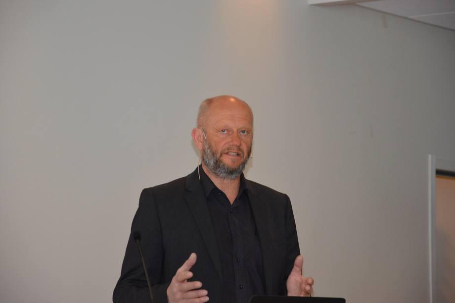 Administrerende direktør i Norsk Industri, Stein Lier-Hansen, la først frem deler av veikartet for havbruksnæringen i Norge på Hardangerfjordseminaret. Foto: Magnus Petersen.