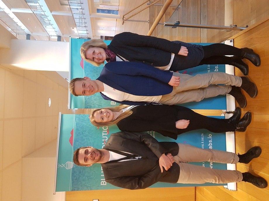Kjetil Rugland,Karoline Sjødal Olsen, Lars-Kristian Opstad og Gry Løkke, står bak selskapet Blue Lice. Foto: Privat.