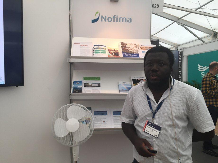Nofimas forsker Solomon Boison presenterte i går en forskningsnyhet under foredrag på stand: «Resistent fisk beskytter annen fisk mot IPN og AGD». Foto: Nofima,