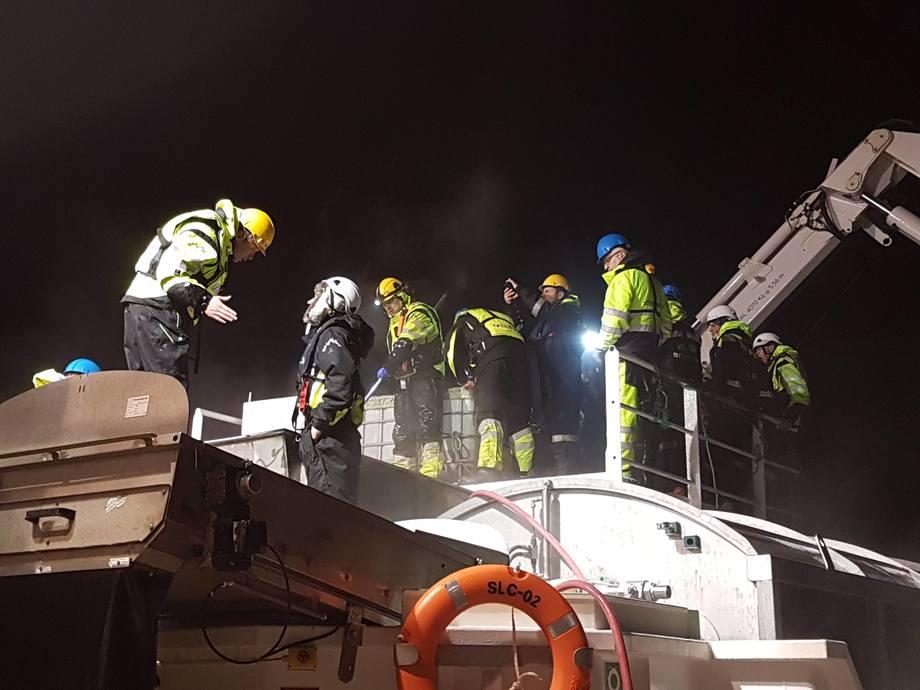 Bilde er tatt under lusetelling og velferdsscoring ombord på SLC-02 på lokalitet Gjerset. Foto: Jim Bjørkevoll