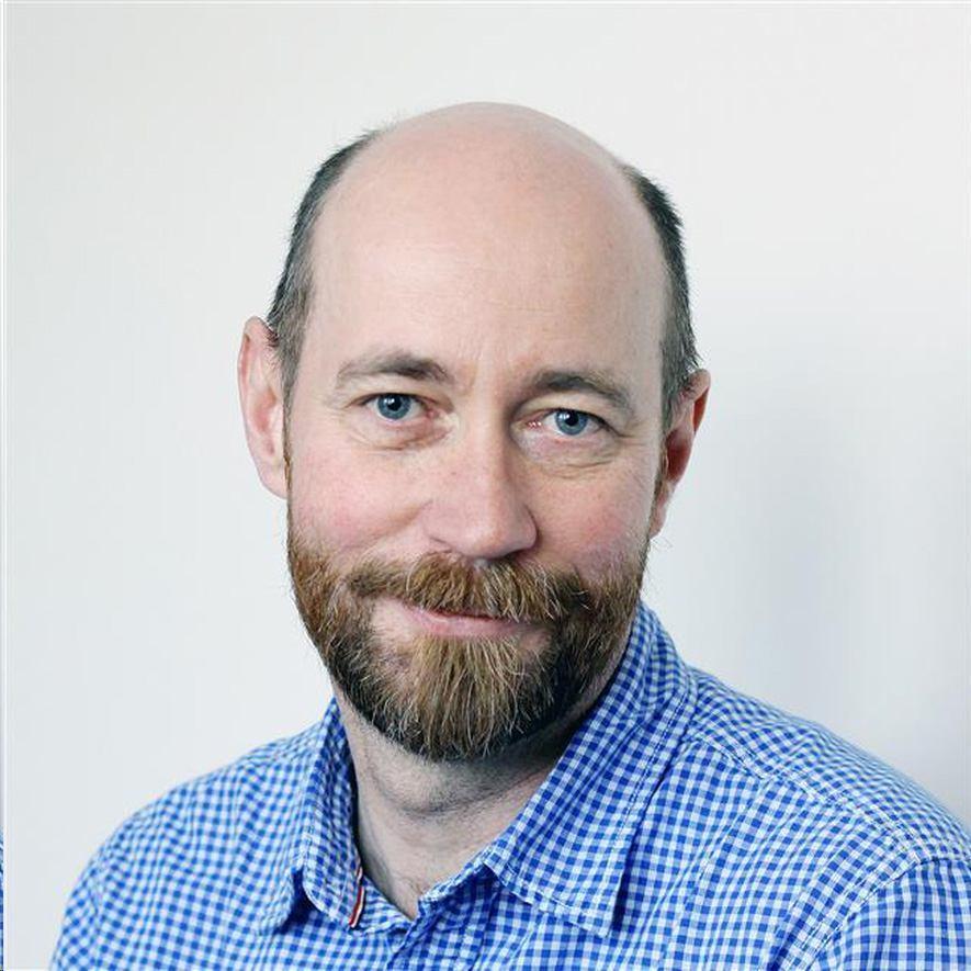 Professor Livar Frøyland er programleder for «Trygg og sunn sjømat» ved Havforskningsinstituttet. Han ber folk flest spise mer laks og annen sjømat. Foto: Havforskningsinstituttet.