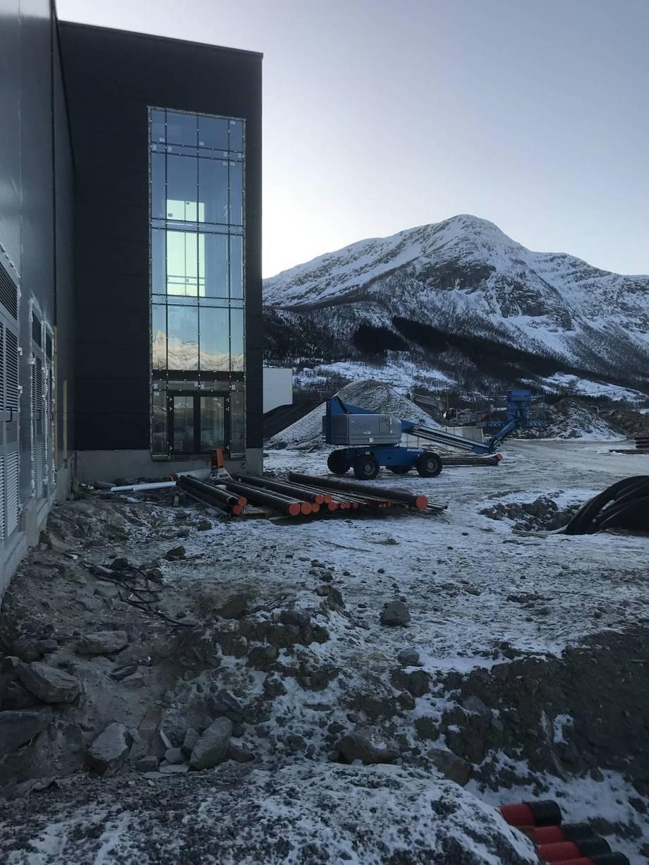 Inngangspartiet til det nye slakteriet til Cermaq på Steigen. Foto: Espen Tverback/Cermaq