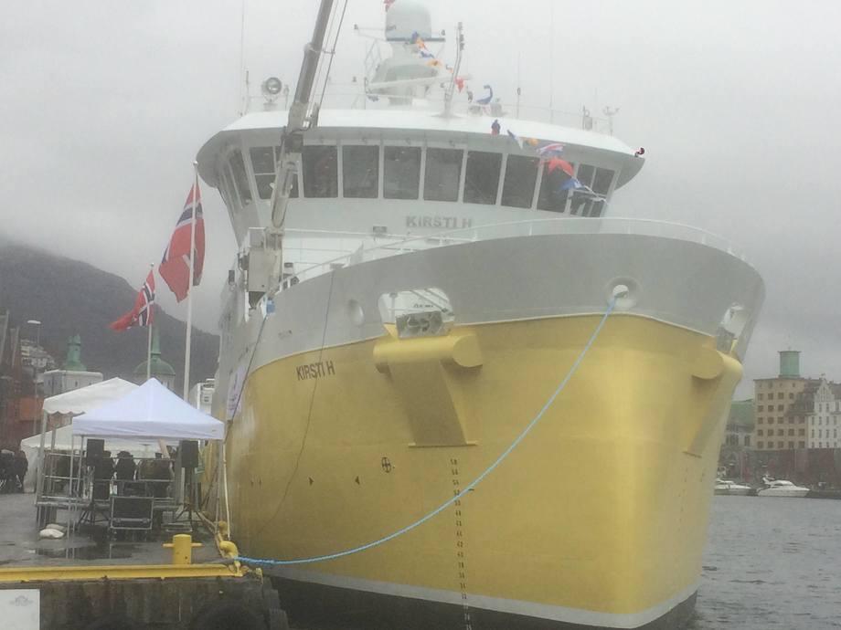 Brønnbåten «Kirsti H» ruvet godt i havnebassenget i Bergen da hun lå kailangs for dåp.