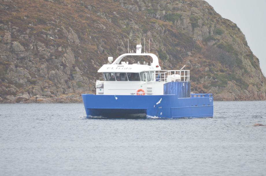 M/S «EL frida» er en elhybrid plug-in oppdrettsbåt som kan lade fra landstrømanlegg på fôrflåter.