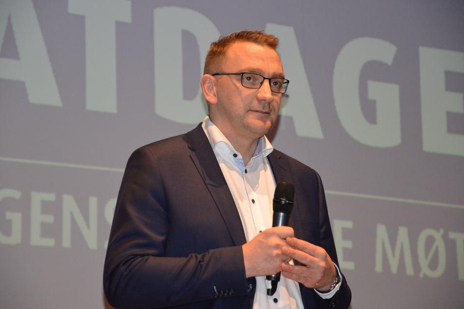 Roy Angelvik forset som statssekretær under Nesviks leiing. Her ser du FrP-politikeren under Sjømatdagene i fjor. Foto: Therese Soltveit.