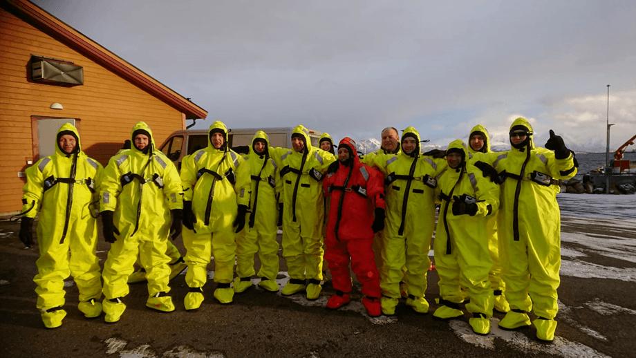 Noen av de ansatte i Egil Kristoffersen & Sønner på HMS- og sikkerhetskurs. Foto: Kim Olsen.