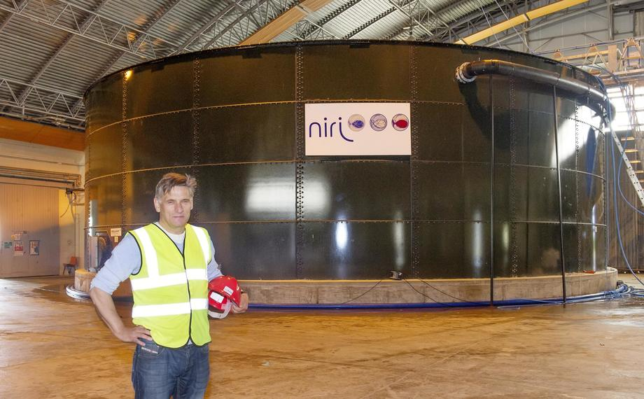 Arve Gravdal inside the hangar at Machrihanish. Photo: Niri.