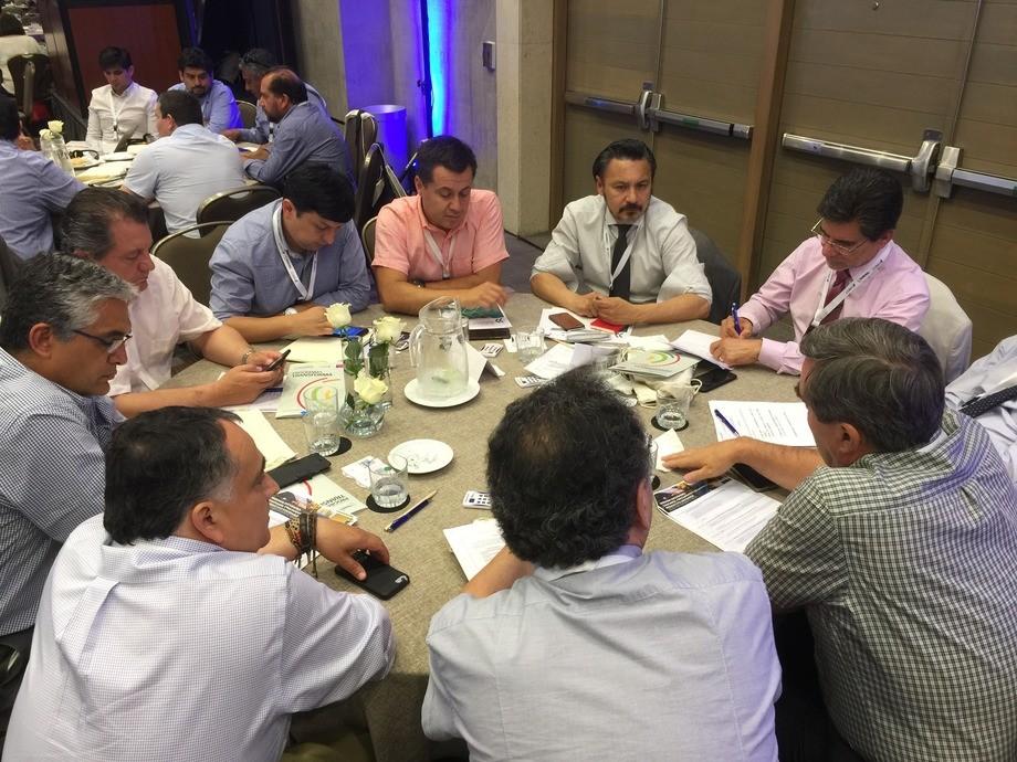 """Presentación del documento """"Revisión de Políticas de Transformación Productiva de Chile"""". Imagen: PEM Salmón."""