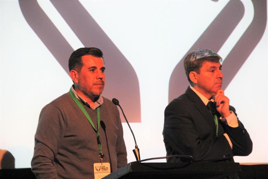 Rubén Avendaño y Marcos Godoy en el Fish Health Summit. Foto: Francisco Soto.
