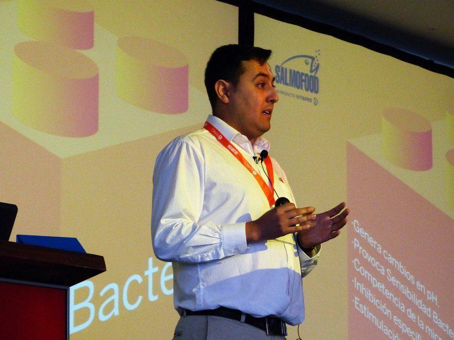 Raúl Cabezas, asesor técnico y de post venta de salud en peces de Salmofood. Foto: Loreto Appel, Salmonexpert.
