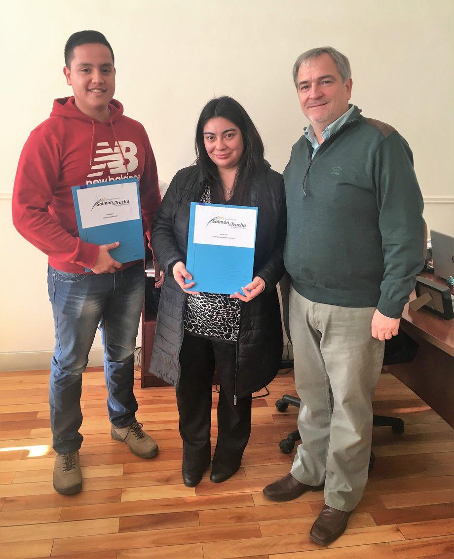 Erick Oyarzún, Karina Maldonado y Drago Covacich. Foto: Asociación de Salmonicultores de Magallanes.