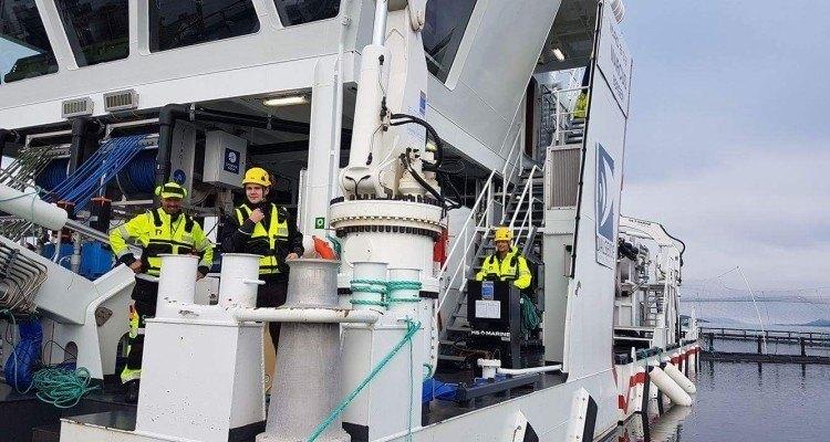 Ulf Sunde, Erlend Grøntvedt y Ståle Fjukstad en acción durante el tratamiento. Foto: OEM Aquaservice.
