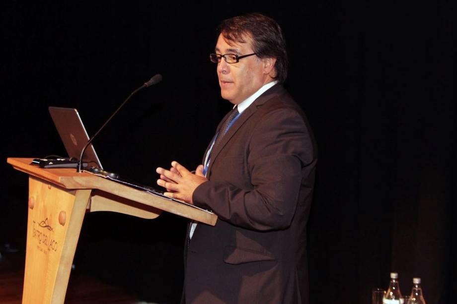 El exdirector de Sernapesca, José Miguel Burgos, valoró la disminución del uso de antibióticos en la industria salmonicultora chilena. Foto: Archivo Salmonexpert.