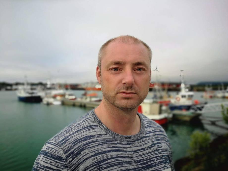 Administrerende direktør i Sjømatbedriftene, Robert Eriksson, er ikke fornøyd med trafikklysordningen slik den er nå. Foto: Håvard Holmøy.