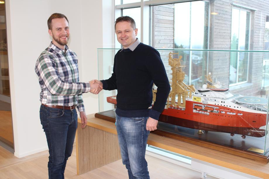 Environmental engineer i SolstadFarstad, Svei Erik Isaksen (t.h) gleder seg til å vise programvaren til kundene. Simen Sanna, daglig leder i Yxney til venstre.