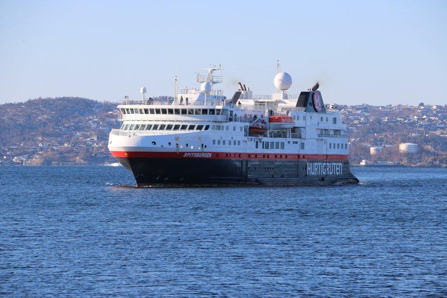 MS Spitsbergen på vei inn til Bergen denne uken