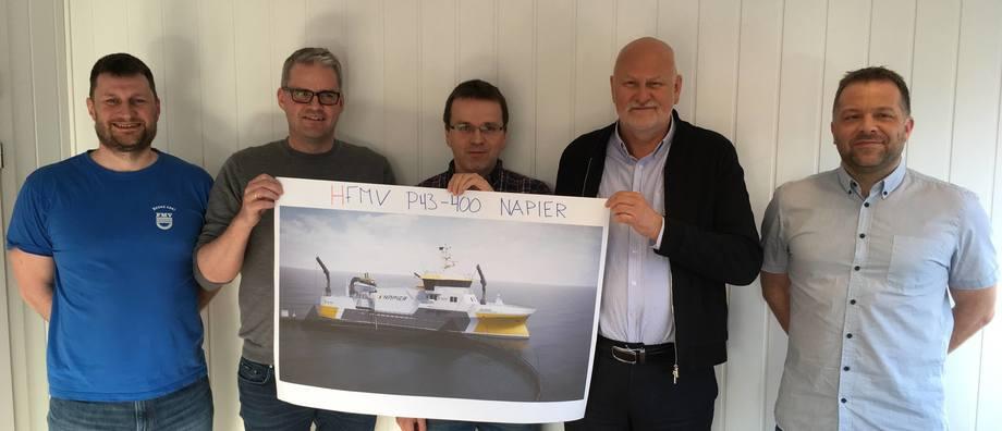 Fra venstre: Hugo Strand (FMV), Kjetil Tufteland (Napier), Asbjørn Vik (Heimli), Bjørn Apeland (Napier), Åsmund Sørfonn (FMV). Foto: FMV.