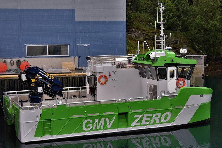 GMV Zero er en lokalitetsbåt med hoveddimensjoner 13,97×7,6m, og er utstyrt med kran på 32 tonnmeter, 2 capstaner på 3 tonn samt en elektrisk vinsj på 12t med regenerativ bremsing. Foto: Grovfjord Mek. Verksted.