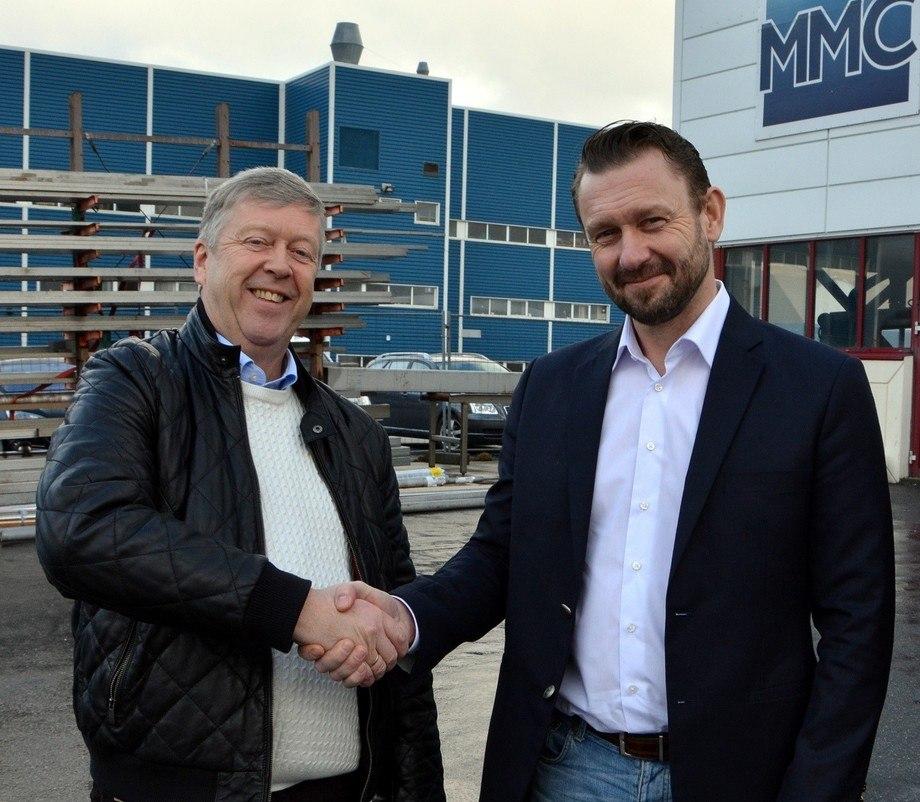 Avtroppende administrerende direktør Leif Gjelseth i MMC First Process (til venstre), sammen med Petter Leon Fauske som nå overtar som administrerende direktør.