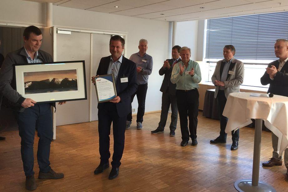 Brødrene Aa tok i mot pris på Hurtigbåtkonferansen i Trondheim. Foto: Vibeke Blich