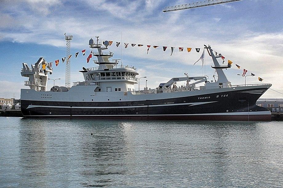 Karstensen Skipsværfts byggenummer 437 er bygget for å fiske med dobbelt trål. Fartøyet ble levert til Themis Fiskeri As den 20. februar. Foto: Karstensen Skipsværft