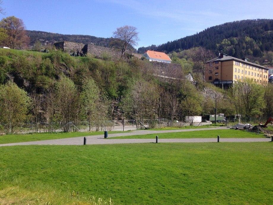 Her ville Bane-Nor bygge en midlertidig billagringsplass i forbindelse med utvidelsen av bybanen i Bergen. Foto: Helge Martin Markussen