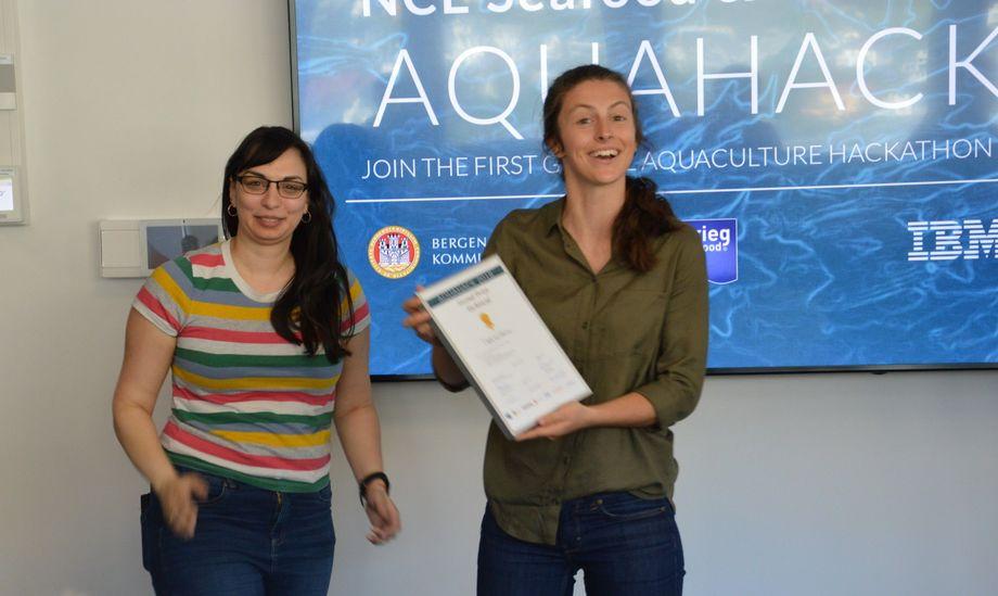 Erica McConell og Natalie Brennan fra UiB  vant førsteplassen i konseptkategorien for løsningen Digital Gut interface, og tok andreplass i teknologikategorien for samme konsept. Foto: Ole Andreas Drønen.