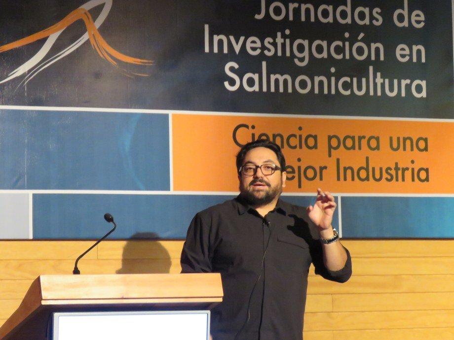 Dr. Cristian Gallardo. Foto: Francisco Soto, Salmonexpert.