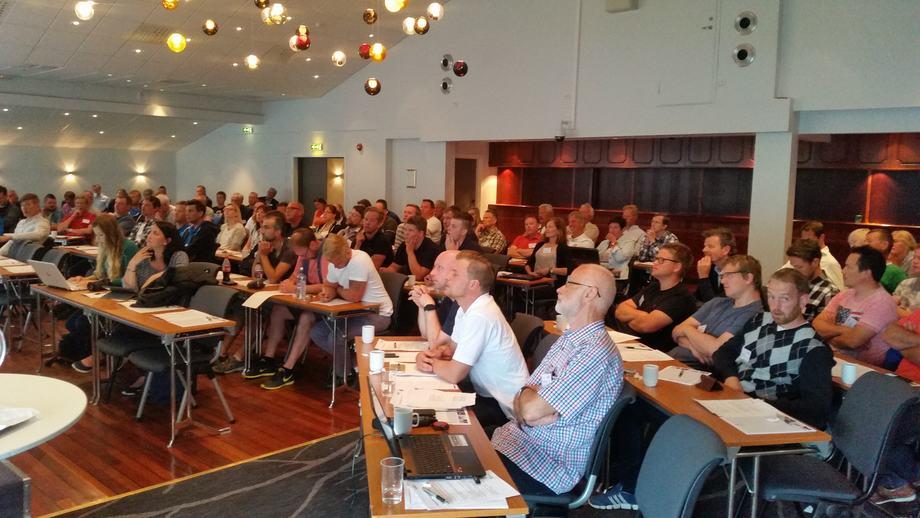 Daglig leder i AqKva, Vidar Onarheim, synes at det er spesielt kjekt å ha så mange repsesentanter fra oppdrettsselskaper som deltakere på konferansen. Avbildet rensefiskkonferanse i 2016. Foto: AqKva AS.