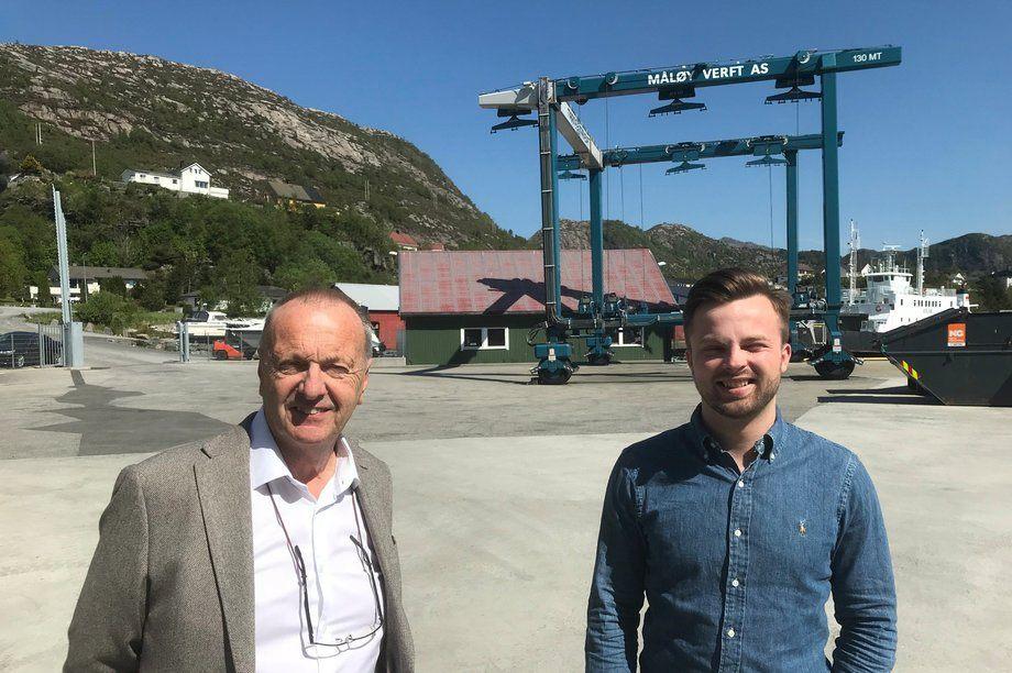 Gunnar Carlson (tv) og Kristian Lundebrekke ser fremover ved Måløy Verft.