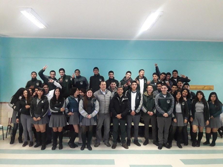 Visita a Liceo Bosque Nativo. Imagen: Intesal.