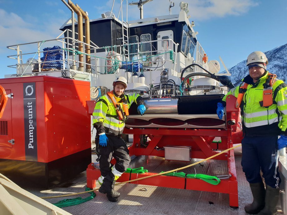 In challenging conditions you need the best net cleaner. NCS AS in Northern Norway with one of their Østerbø Yanmar net cleaners.