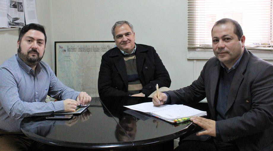 Cristian Kubota, Drago Covacich y Guillermo Meza. Foto: Asociación de Salmonicultores de Magallanes.