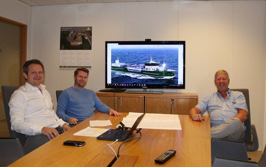 Salgsteamet i MMC First Process. Fra venstre, salgsleder Arnfinn Hide, salgsleder Frank Edvard Vike, Leif Gjelseth, Rådgiver.  Photo: Havyard.