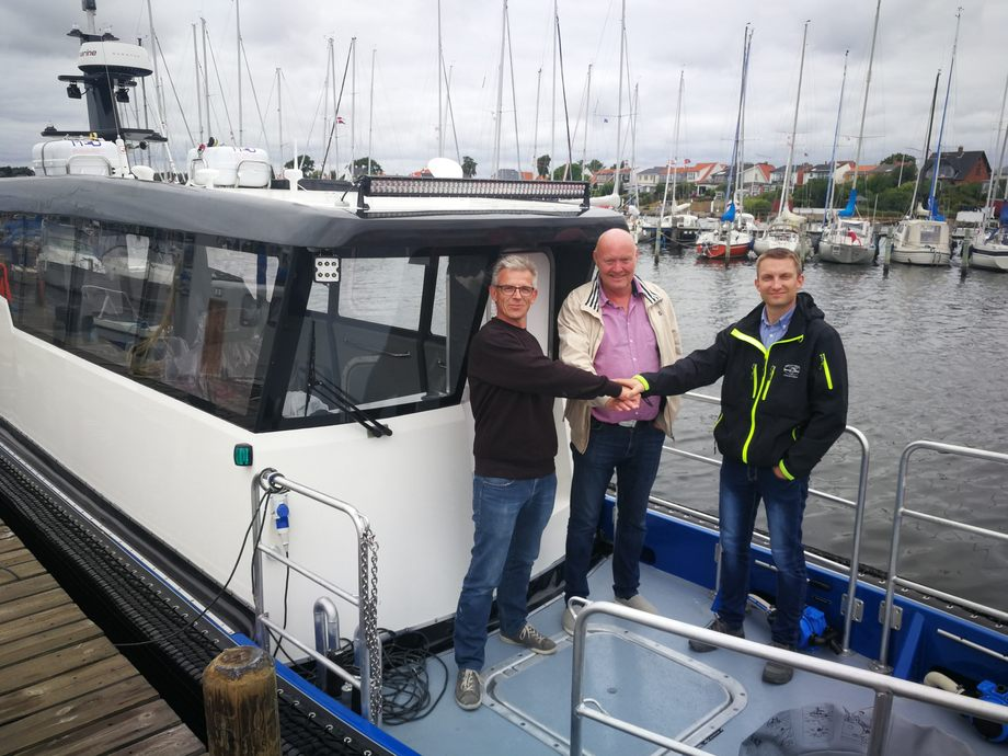 Her blir båten overlevert til Emilsen Fisk. Foto: ProZero