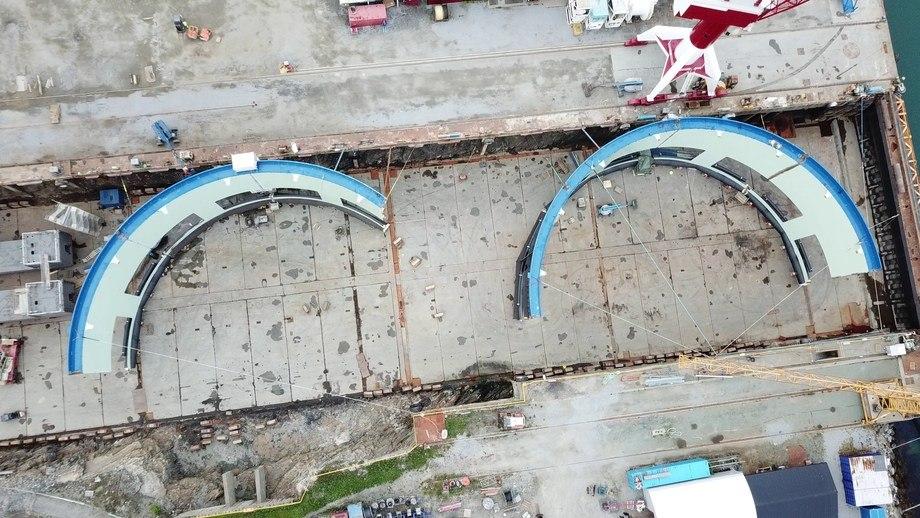 Dronefoto av byggingen av den første av totalt fire Aquatraz-merder. Foto: Fosen Yard AS.